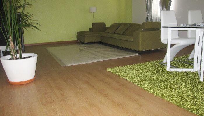 Afagamento e envernizamento de pavimento e chão flutuante